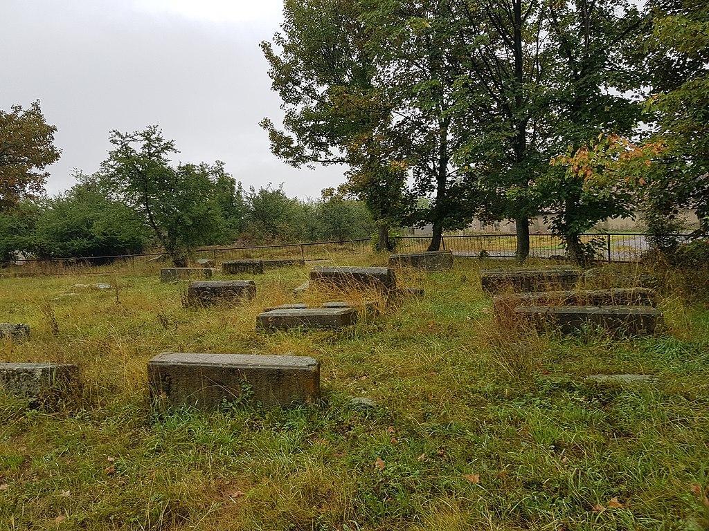2-րդ աշխարհամարտում զոհվածներին նվիրված հուշակոթող և գերեզմանոց